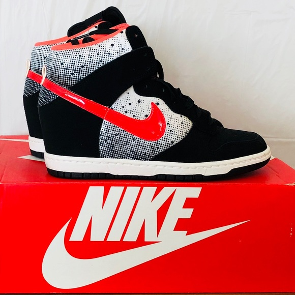 0cd01dce32cf Nike Women s Dunk Sky Hi Wedge Sneaker